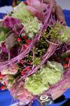 Букет с гвоздиками и розами Эден - Серпантин