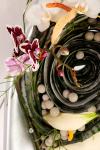 Композиция цветов с орхидеей и жасмином - Тайфун времени