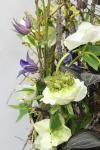 Композиция цветов с розами и орхидеями - Возрождение
