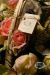 Композиция цветов корзина цветов - Пикник