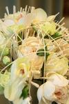 Букет невесты с розами и гвоздиками - Нежное прикосновение