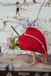 Композиция цветов  - Сердце из войлока