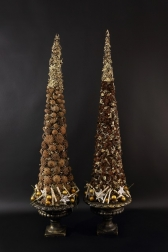 - Декоративные  елки  в кашпо