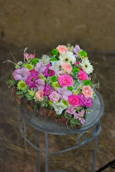 Композиция цветов с розами и хризантемами - Нежное признание