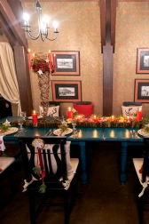 - Новогоднее украшение стола