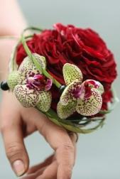 Букет невесты  - Украшение-букет на руку Поцелуй жениха