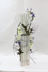 Композиция цветов с орхидеями - Весна в большом городе