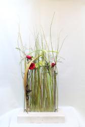 Композиция цветов с орхидеями и каллами - Весенний поцелуй