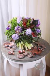 Букет с гиацинтом и клематисом - Раскрытое сердце