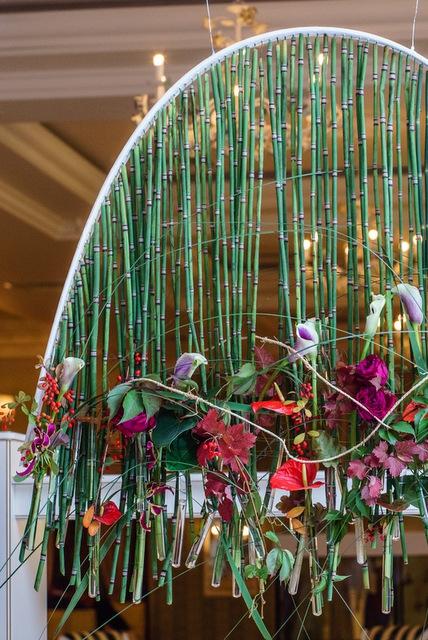 Композиция цветов  - Травяной водопад