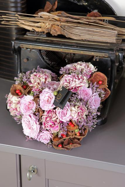 из прекрасных роз и гвоздик - Силк Колоросо