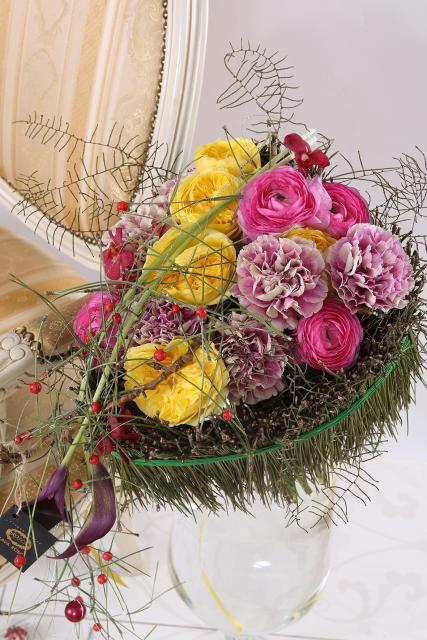 Букет с лютиками и розами - Эйфория