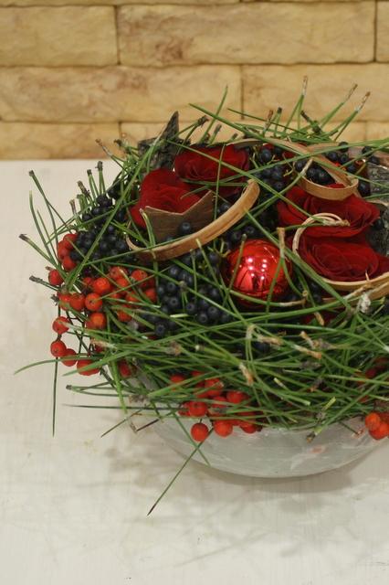 Композиция с воском и ягодами - Снежные ягоды