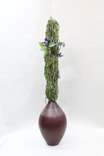 Композиция цветов из клематиса и салала  - Водопад