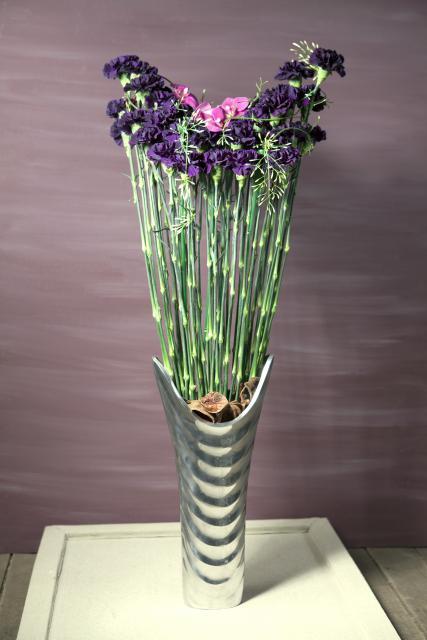 Композиция цветов с гвоздиками и орхидеями - Восточная сказка