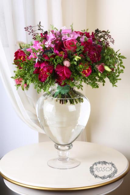 Букет с пионами и розами  - Сдержанная любовь