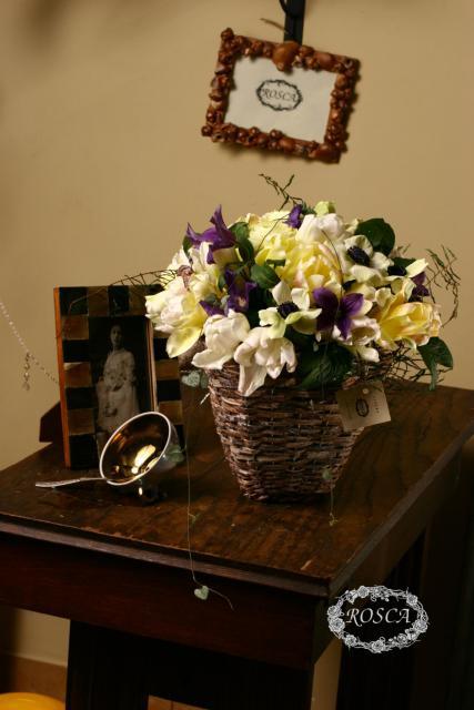 Композиция цветов с тюльпанами и анемонами - Английская деревня