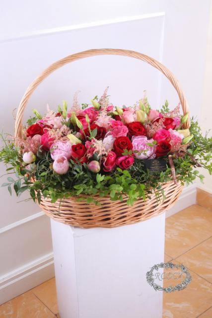 Композиция цветов с пионами и розами - Зефирная Рузанна