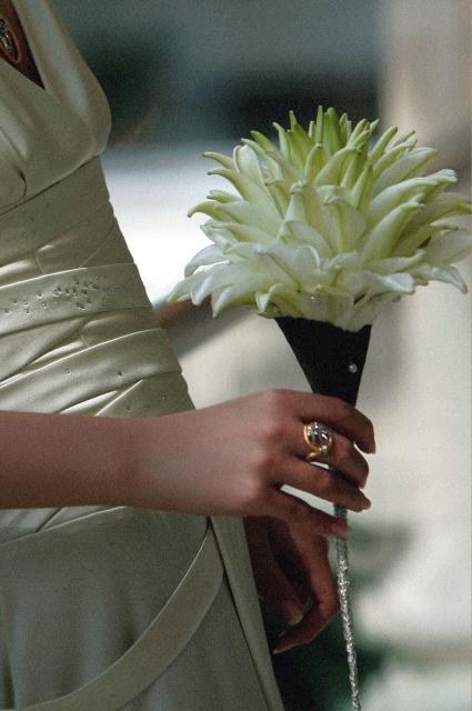 Букет невесты Гламелия из лилий - Брызги шампанского