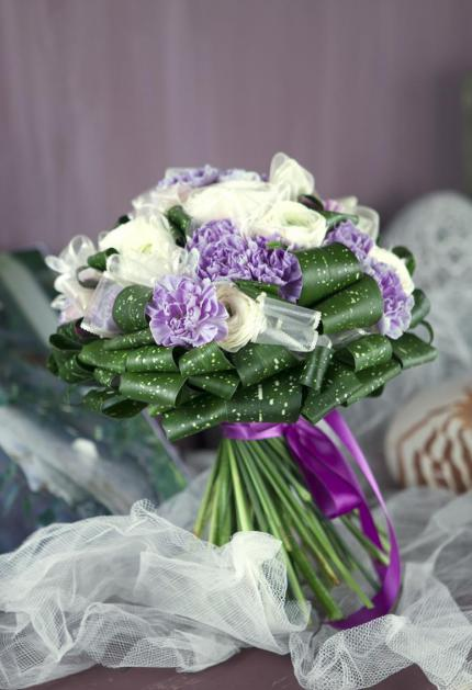 Букет невесты с гвоздикой и лютиками - Милки Вэй